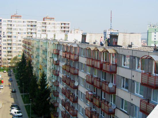 Ilustrační foto - nezateplené bytové domy