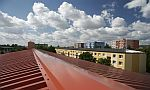 Střecha panelového domu v Prostějově, foto zdroj: Lindab