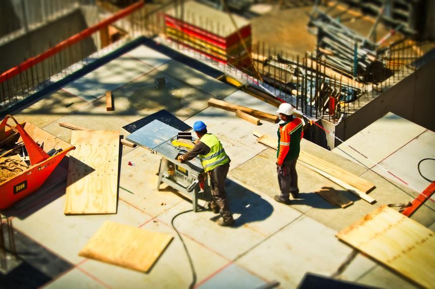Dělníci na stavbě