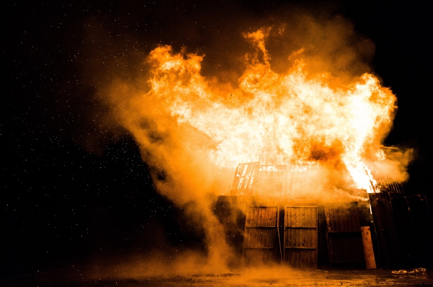Změna parametrů nebo koncové aplikace může změnit chování výrobku při požáru