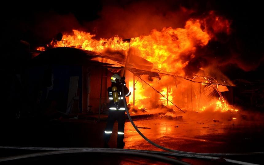 Důležitým faktorem je, jak dlouho dokáže stavební materiál odolávat účinkům požáru