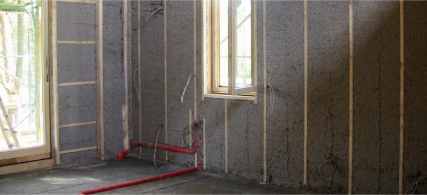 Nástřik foukané izolace instalační předstěny rodinného domu