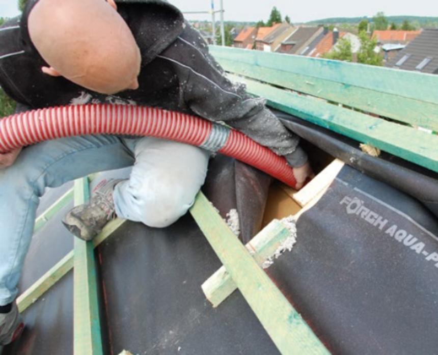 Foukání izolace Climatizer Plus do vybudovaného podkroví