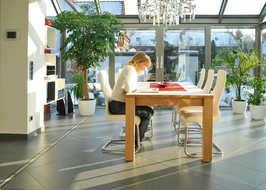 Správný výběr skla zabrání zbytečnému přehřívání terasy