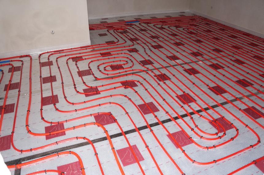 Vytápění podlahy se vyplatí zejména v menších prostorech