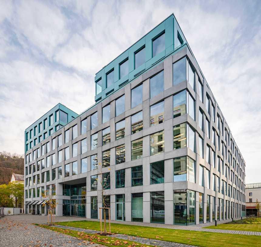 Sklo chrání velké kancelářské budovy před přehříváním