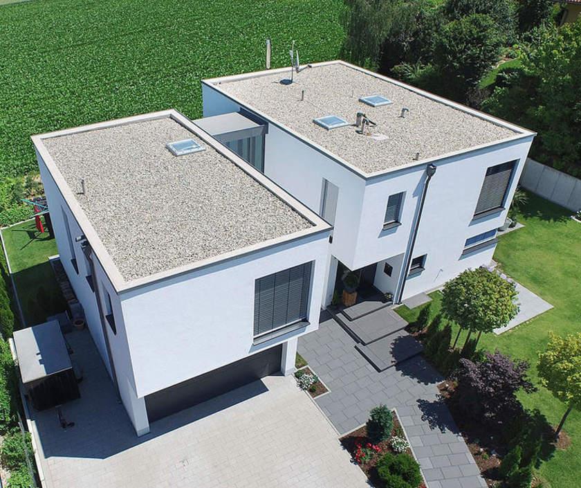Bílý dům s plochou střechou