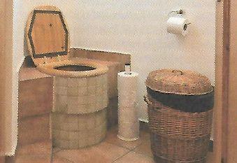 První kompostovací toaleta, zdroj: Grada