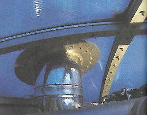Neobvyklý prostup komínového tělesa střešní membránou, zdroj: Grada