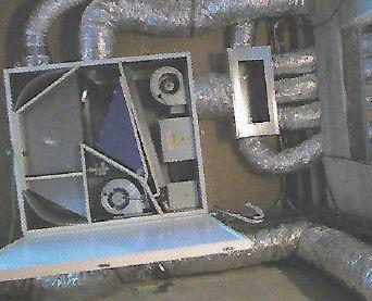 Podstatně zmenšené rekuperační jednotky se vešly i do sprchovéhokoutu pod strop, zdroj: Grada