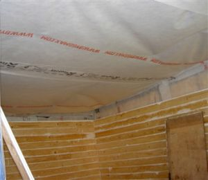 Izolace stropu proti chladu ze střechy