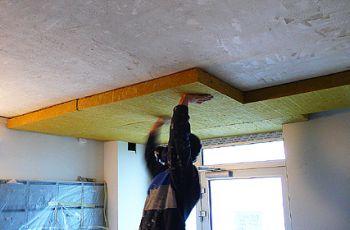 Lepení desek z minerální vlny na strop