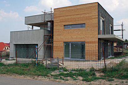 Realizace provětrávané fasády rodinného domu_finální úprava dřevěný obklad, zdroj: Knauf Insulation