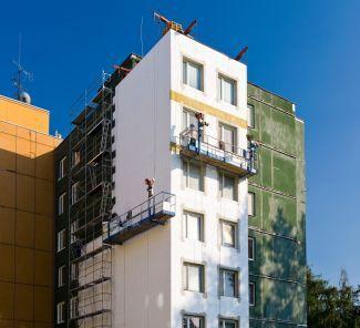 Ilustrační foto: zateplování panelového domu pěnovým polystyrenem, zdroj: Izolace-info.cz