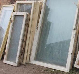Ilustrační foto, stará, dřevěná okna