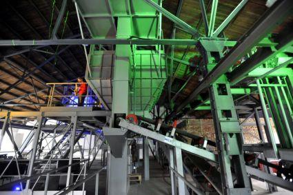 Firma REC Group otevřela 27. května ve Starém Městě na Uherskohradišťsku novou továrnu na výrobu pěnového skla A-GLASS, stavebního materiálu z odpadových střepů, foto zdroj ČTK Glück Dalibor