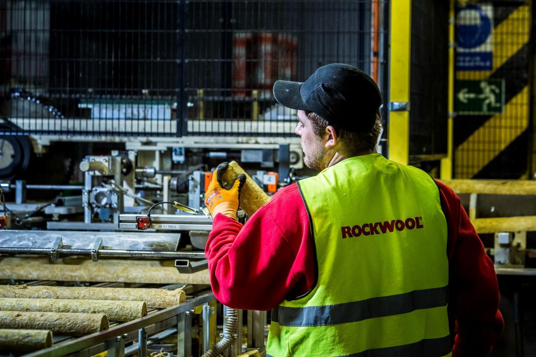 Výrobní linka potrubních izolačních pouzder Rockwool