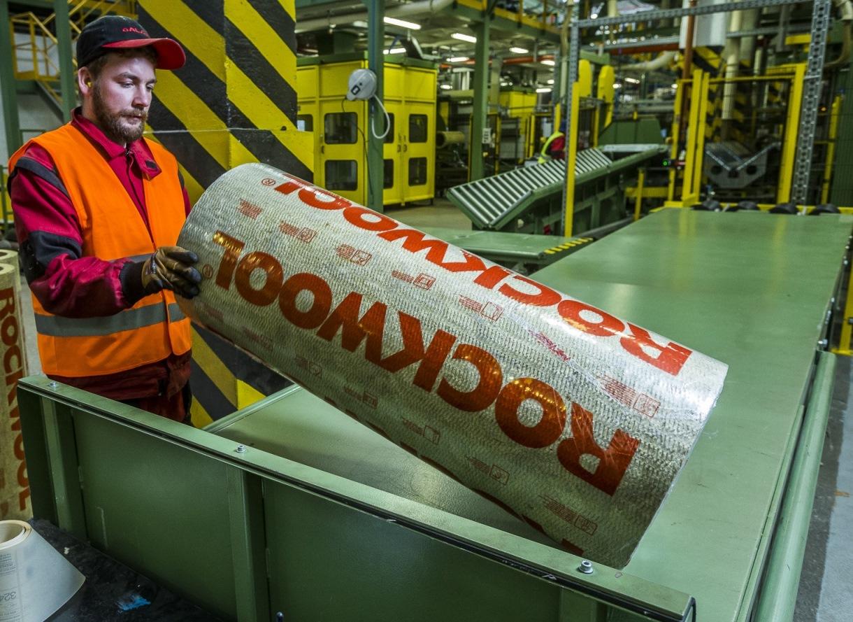 Výrobní linka Rockwool - zaměstnanci