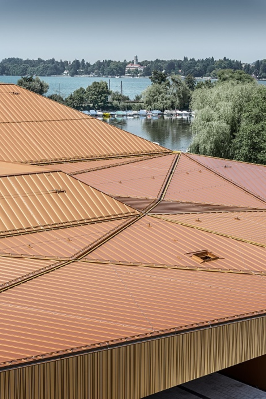 Ostrovní hala Prefa Falzonal - pohled na střechu
