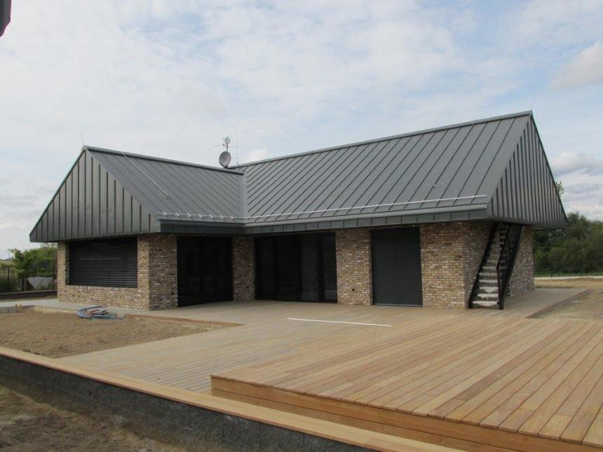 Kategorie střecha - 1. místo - Rodinný dům v Dolních Jirčanech