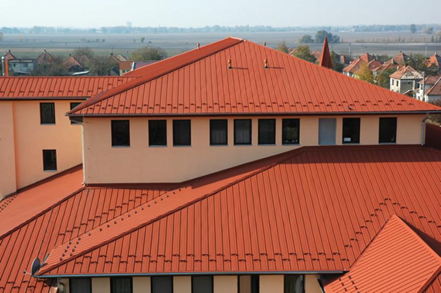 Červená střecha Metrotile