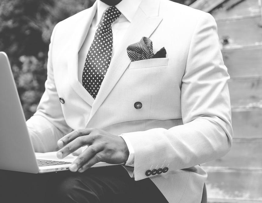 Bílý oblek