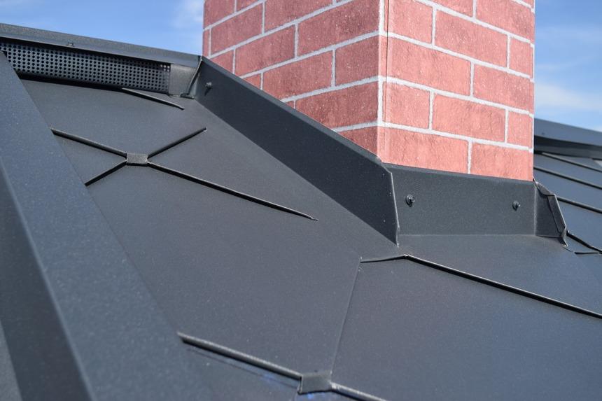 Detail komínu a krytiny COMAX BoCo 330
