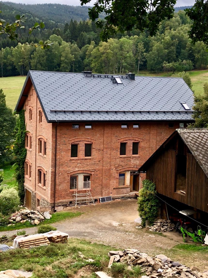 PREFA velkoformátové krytiny (panely FX.12, R.16, šablona 44x44), Proffi - střechA Plzeň
