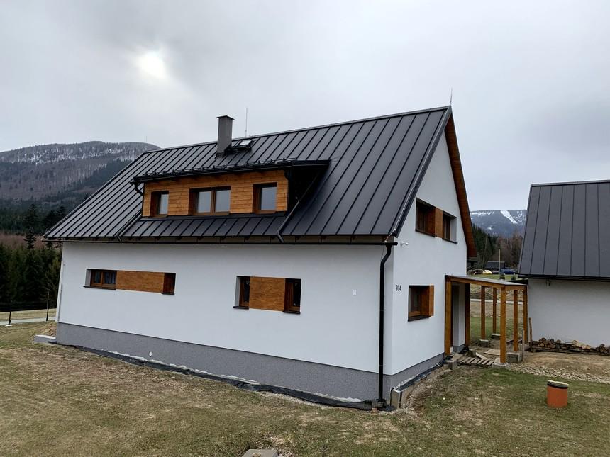 Rodinný dům s plechovou krytinou Satjam