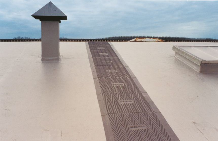 Větrací komínek na ploché střeše