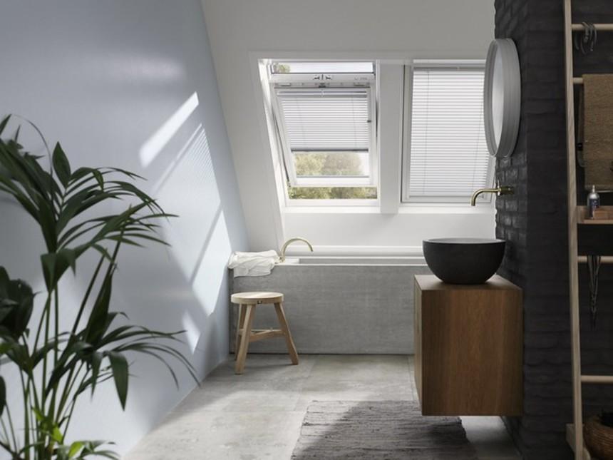 Bílé střešní okno