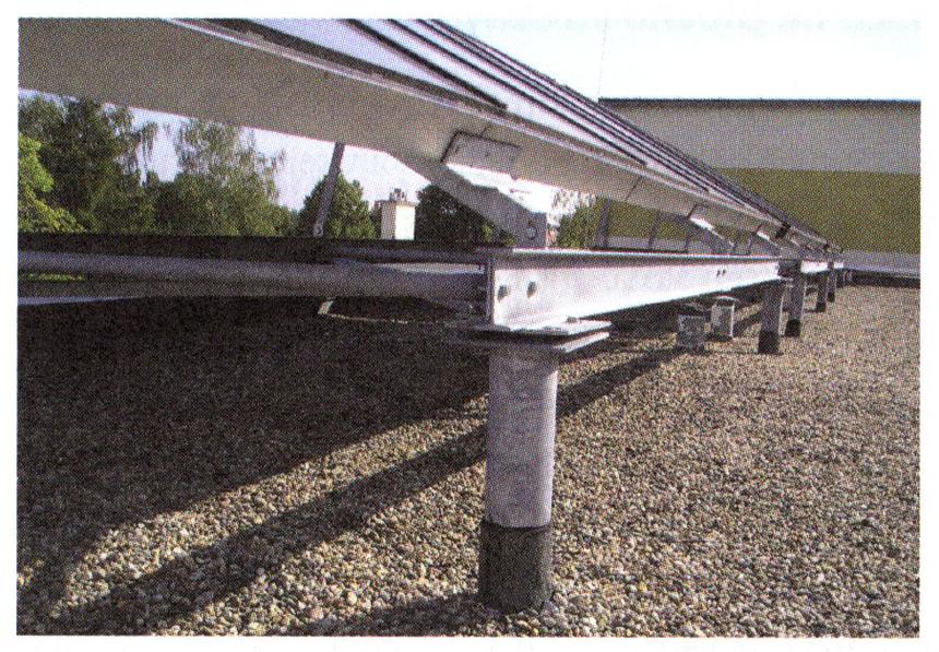 Kotvení kolektorového pole ke konstrukci střechy
