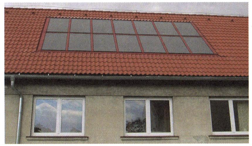 Integrace solárních kolektorů do střešní krytiny