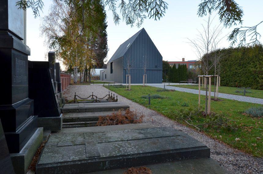 Hliníková fasáda a střecha na dřevostavbě z dálky