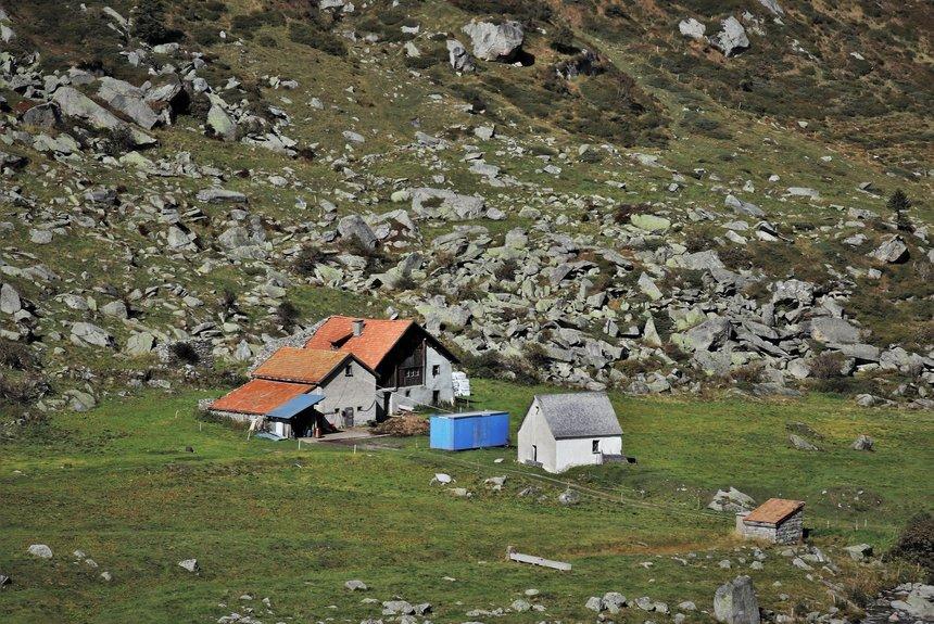 Na domky v horách se vyplatí použít krytinu, která je odolnější proti sněhu