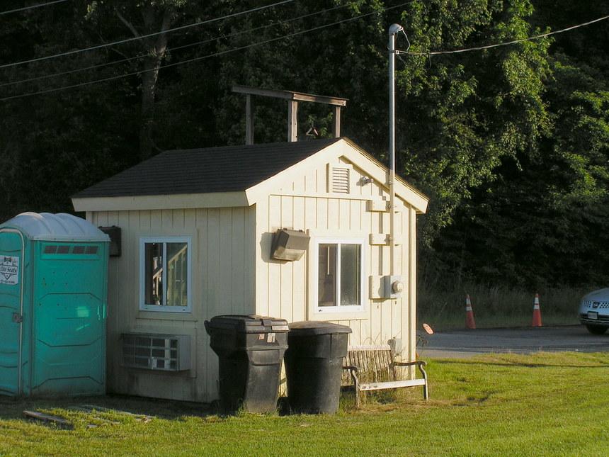 Někteří majitelé malých domů méně recyklují, protože nemají přístup ke kontejnerům