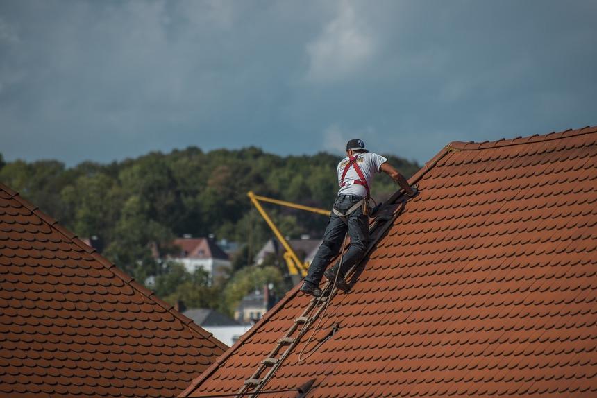 Pravidelná uržba prodlužuje životnost střechy