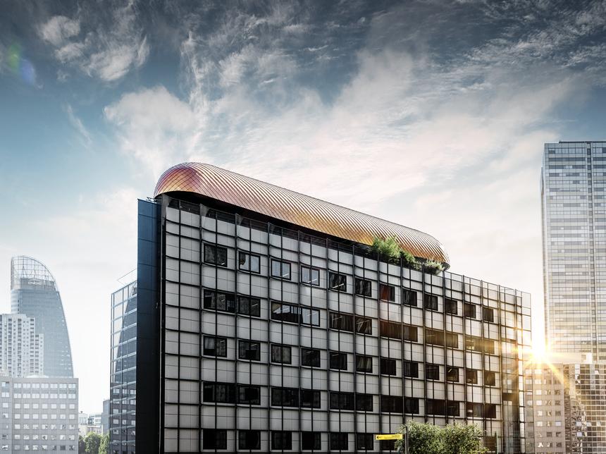 Každá budova na ulici La Défense je klenotem a tato není vyjímkou
