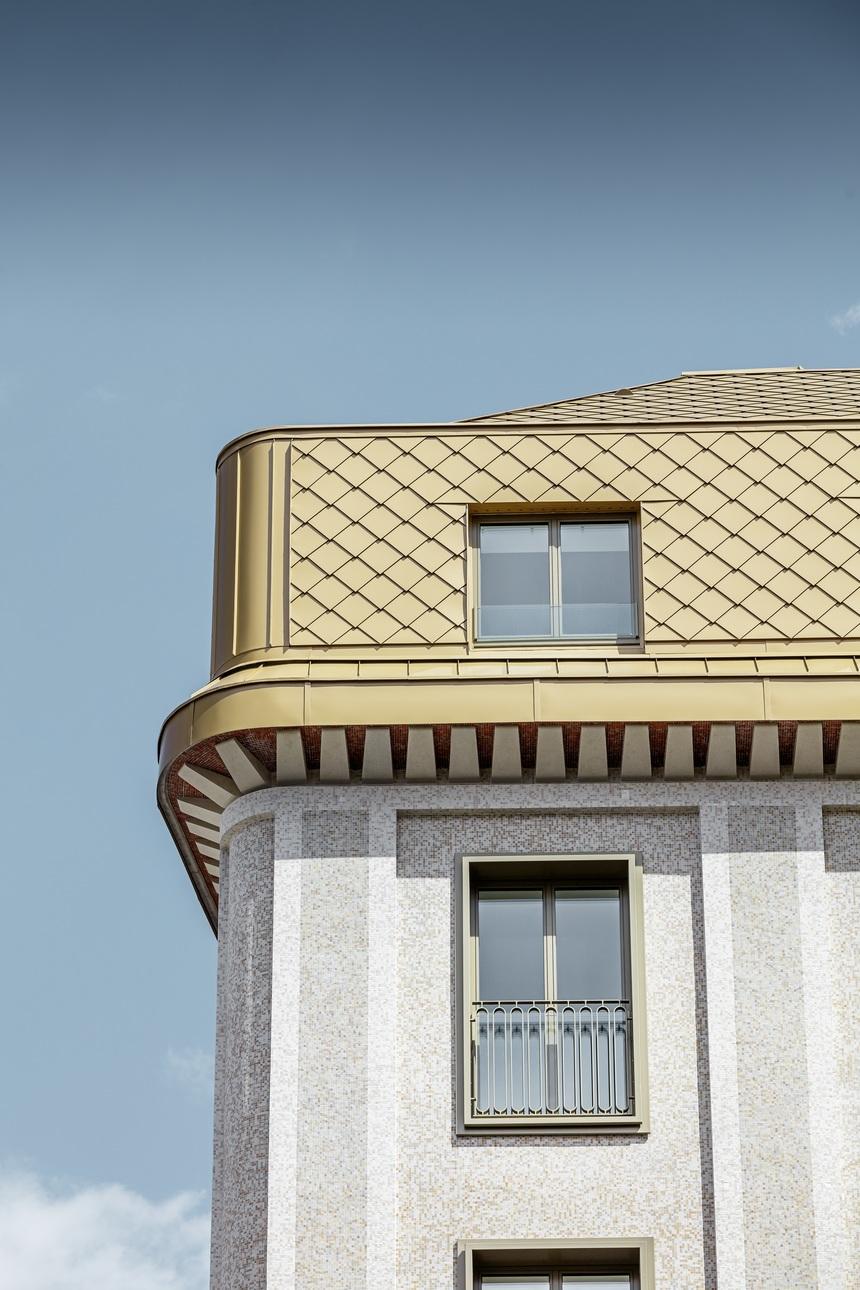 Falcované šablony PREFA krásně doplňují historickou budovu