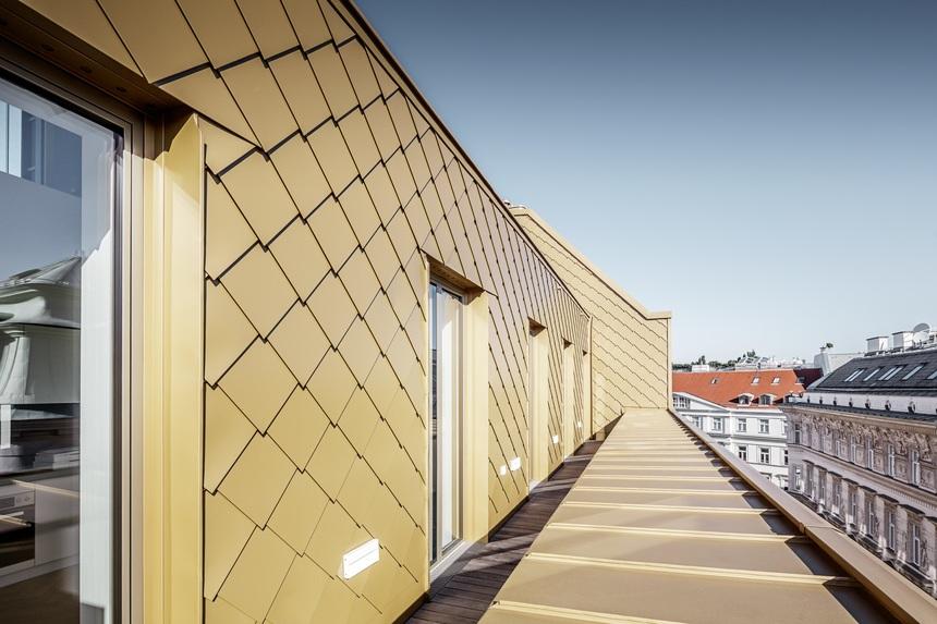 Střechu zdobí elegantní hliníková krytina firmy Prefa