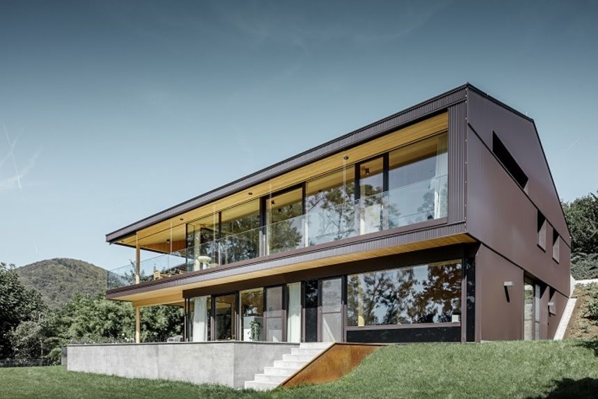 Není snadné vytvořit dům, který bude poutat pozornost bez toho, aby působil příliš extravagantně