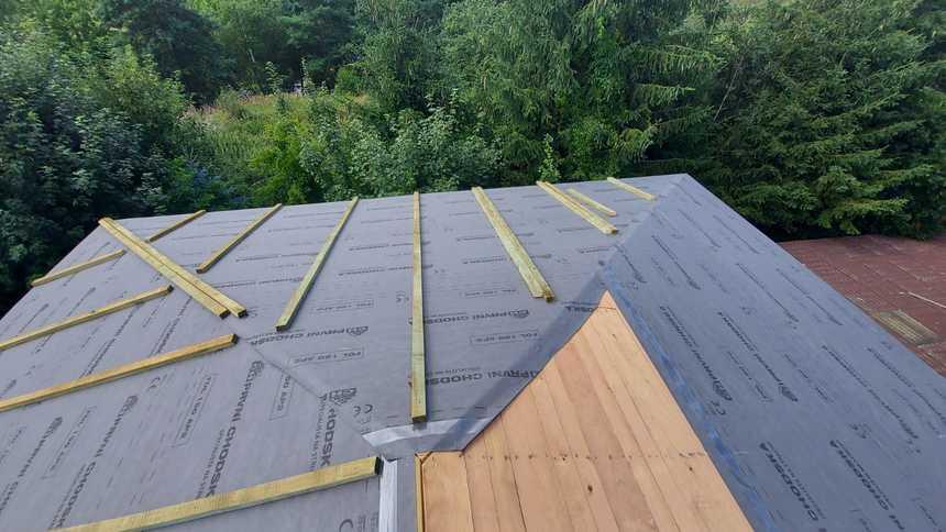 Průběh montáže hliníkové střechy