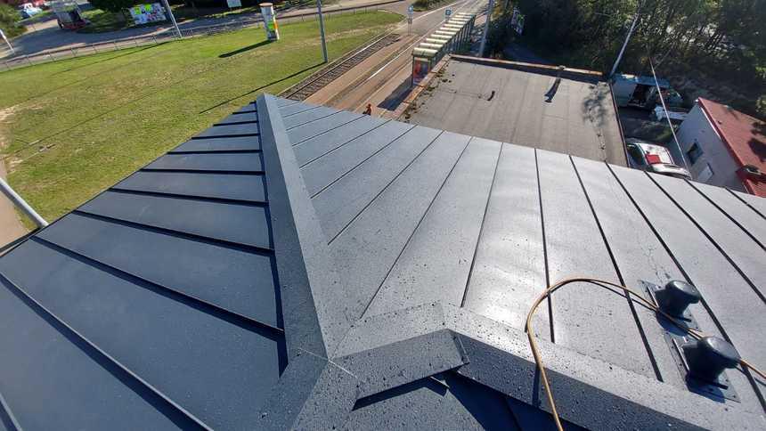 I přes členitost střechy se s materiálem pracovalo dobře