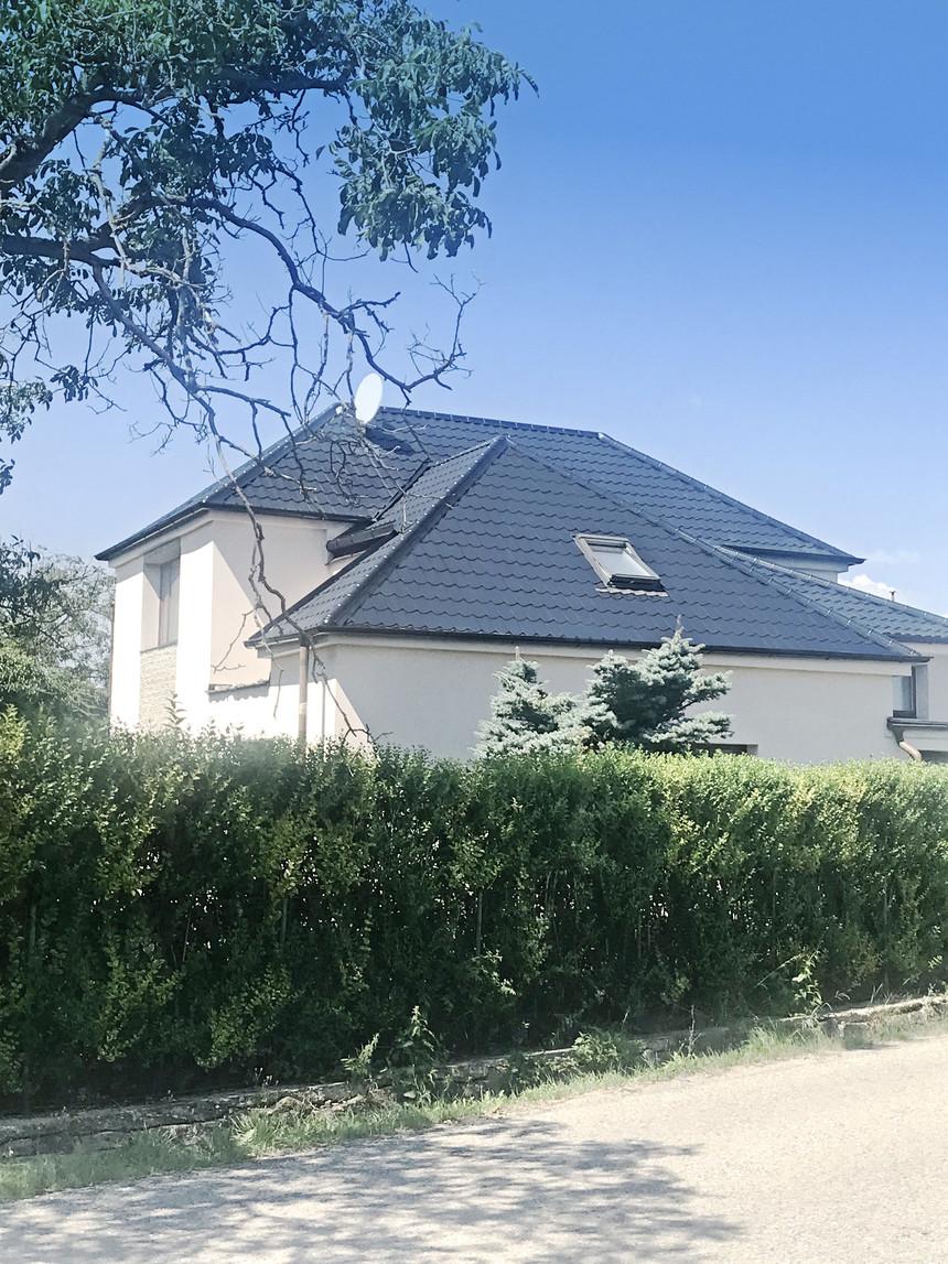 Velkoformátové krytina SATJAM dodá budově elegantní vzhled