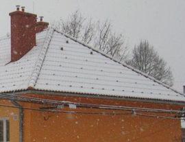 Výhody tříplášťových střech v zimě