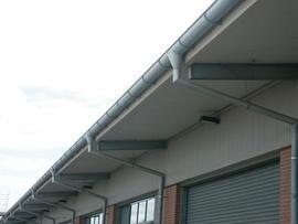 Návrhy žlabů - rozměry, sklon a odvodňovaná plocha střechy