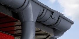 Hliníkové okapy jsou ideálním doplňkem ke hliníkovým střechám