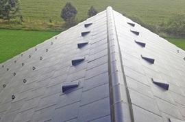 Zásady správného návrhu a realizace střechy s moderní plochou betonovou taškou