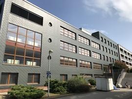 Liberecká škola dostala novou fasádu z RHEINZINKU