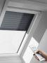 Bílá bezúdržbová střešní okna Velux - spojení dřeva a polyuretanu
